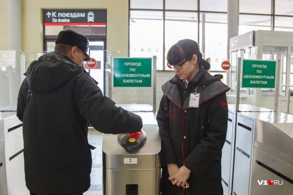 «То есть даже обложка, которую Сергей Семёнович Собянин выдаёт активным москвичам, воспринимается как угроза вокзалу Волгоград-2