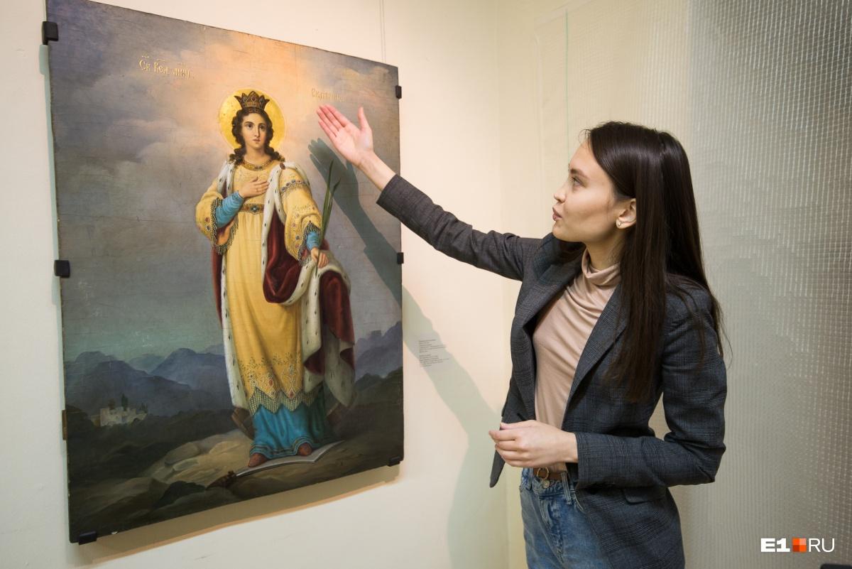 Ногами святая Екатерина стоит на мече, в ее руках пальмовая ветвь как символ мученичества. Здесь используются традиции академического письма, что для традиционной иконы не совсем свойственно