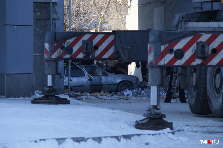 Машина оказалась заблокирована в арке
