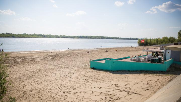 На пляже в Новосибирске с вечера ищут нырнувшего мужчину