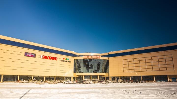 Воет каждые 15 минут: в новосибирском ТЦ пожарную тревогу начали включать в каждом магазине