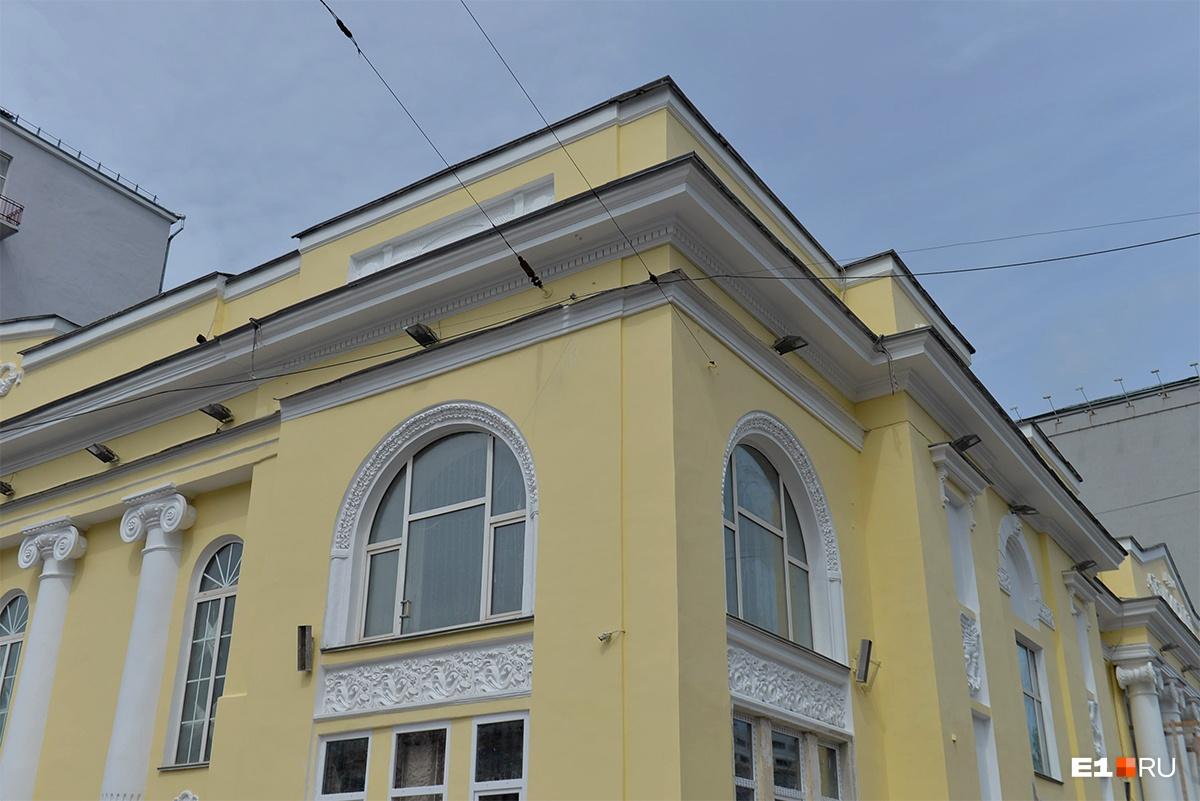 Фонари на фасаде поменяют