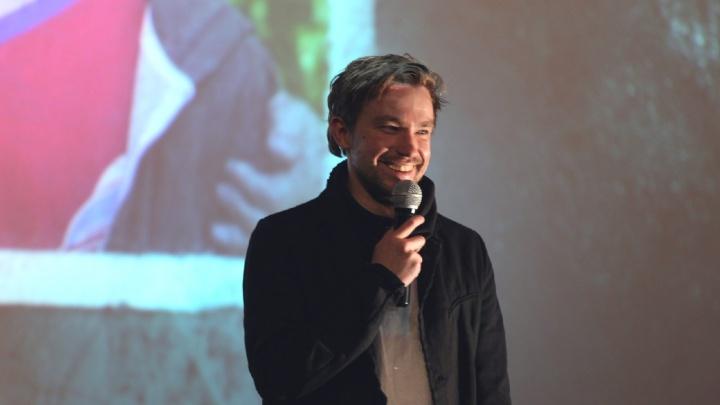 «Вы — самое главное»: актёр Александр Петров поздравил женщин Ярославля