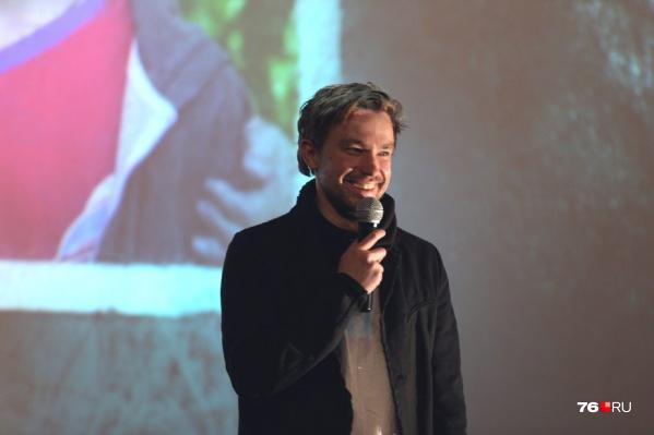 Актёр Александр Петров заехал в кинотеатр поздороваться с фанатами