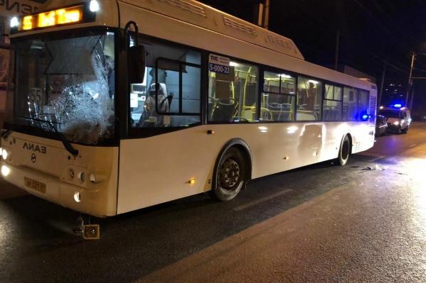 Участником вечернего ДТП стал водитель автобуса № 55