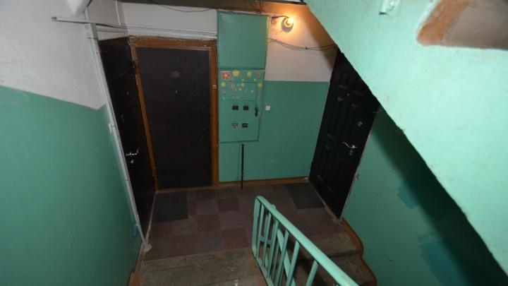 «Изъяли какой-то порошок и провода»: соседи — об обыске в квартире архангельского взрывателя