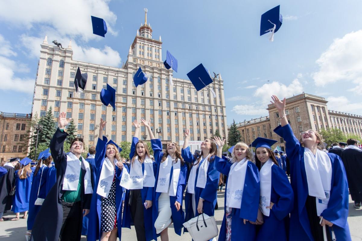 Более четырёх тысяч студентов ЮУрГУ получили дипломы