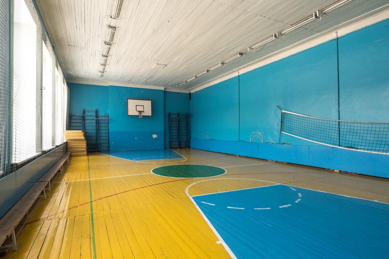 По действующим нормам спортзал в школе должен быть на треть больше