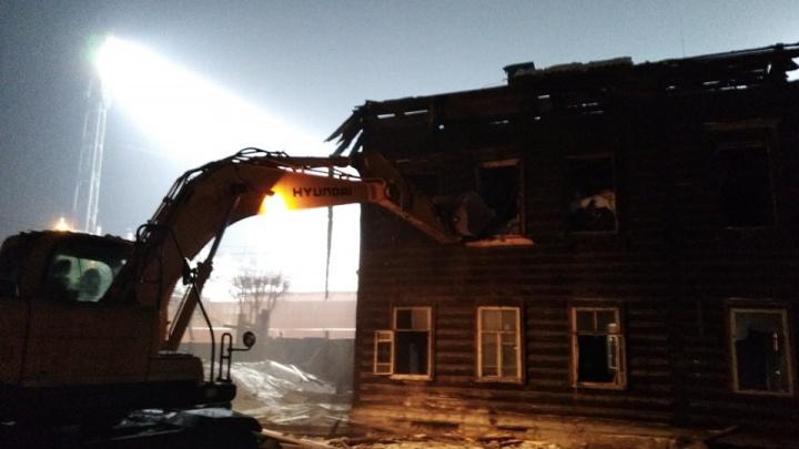 Рабочие под покровом ночи сровняли с землей старинные усадьбы на «Локомотиве»