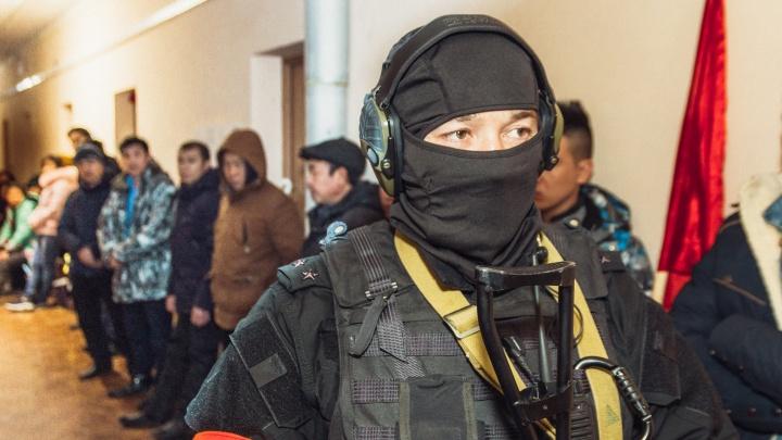 Полицейские поймали нелегалов в теплице под Самарой