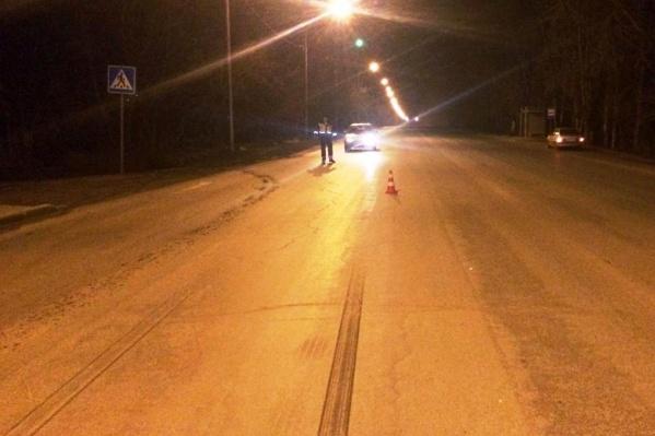 Неизвестный сбил пешехода на улице Одоевского и скрылся