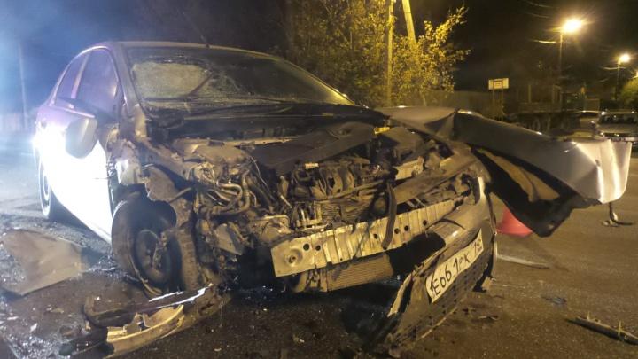 На Щербакова Ford Focus протаранил «четырнадцатую», которая от удара влетела в дерево