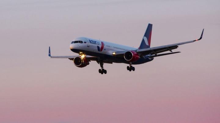 Росавиация передумала закрывать авиакомпанию Azur Air