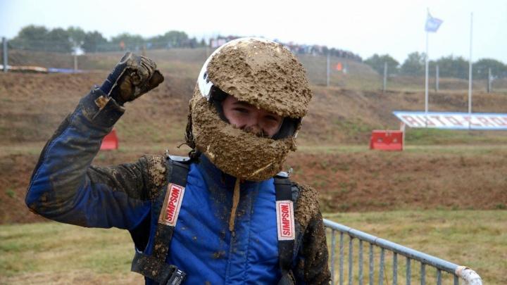 «Было очень грязно»: 16-летний новосибирец выиграл гонку по бездорожью в Чехии