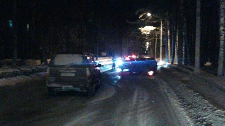 «Форд» въехал во встречную «Мазду» в Академгородке: две женщины получили переломы