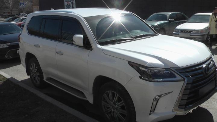 В Екатеринбурге приставы нашли и увезли Lexus компании, которая задолжала 12 миллионов