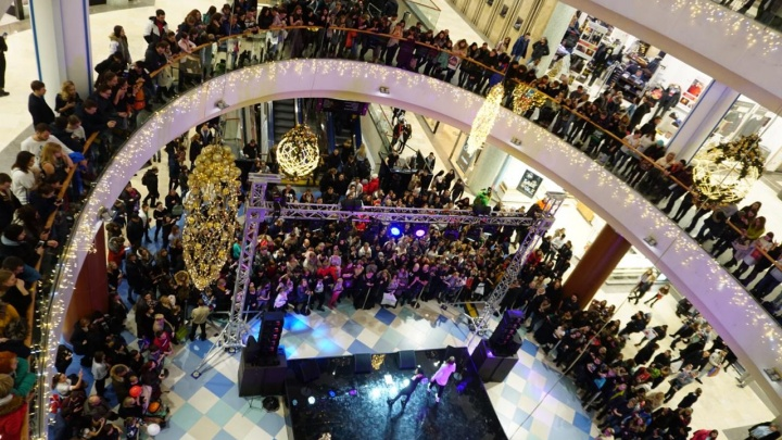 Толпы новосибирцев заполнили торговые центры из-за «черной пятницы»