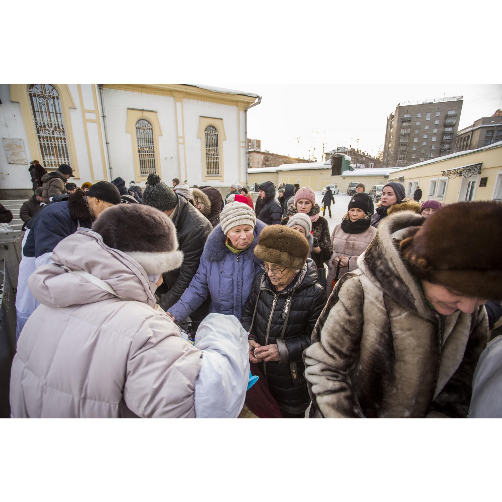 Набрать святой воды сегодня можно во всех православных приходах Новосибирска