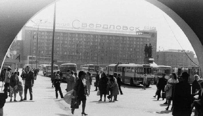 50 лет гостинице «Свердловск»: как строили «небоскреб» и зачем оставляли в номерах цветные папки