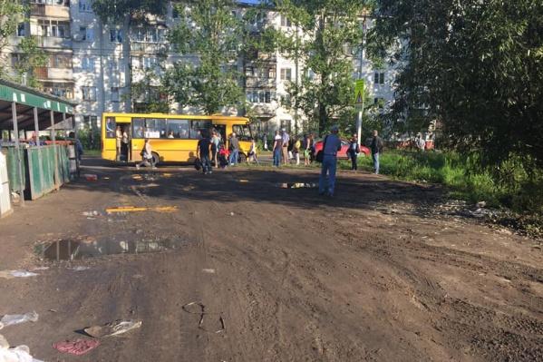 Жители домов на Тутаевском шоссе недовольны качеством временных остановок транспорта