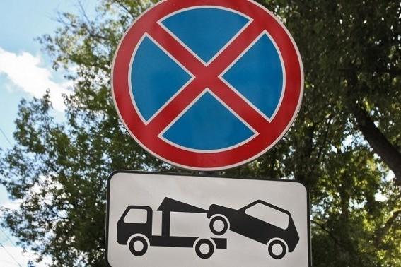 На улице Мельникайте теперь запрещено парковаться по четной стороне движения