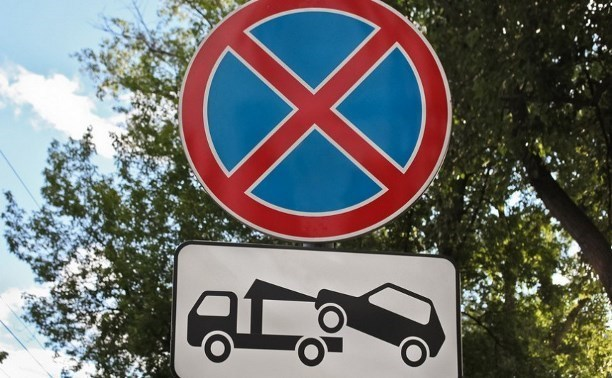 С 10 августа на улице Мельникайте запретят парковаться вдоль дороги