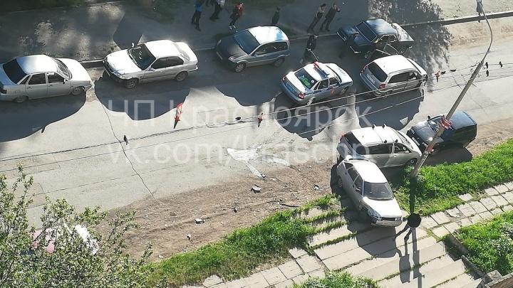 Пьяный на «Субару» рано утром помял пять припаркованных машин на Металлургов