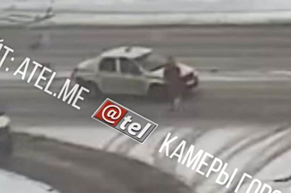 Мужчину сбили на пешеходном переходе
