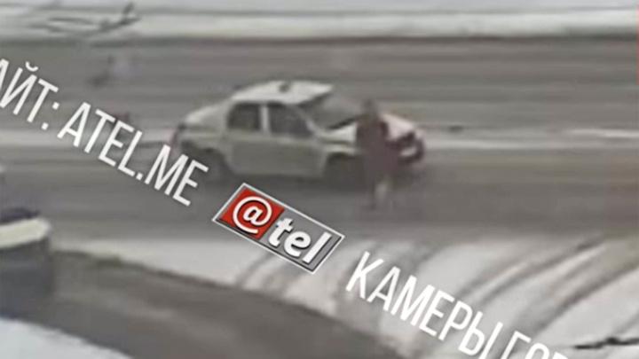 Несколько метров провёз на капоте: в Рыбинске таксист сбил пешехода и уехал