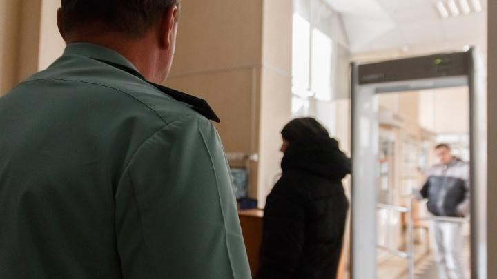 Пряталась у свекрови: в Тольятти приставы отобрали у аморальной матери 3-летнего сына