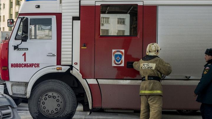 В пожаре на 25 лет Октября пострадал мужчина: его увезли в реанимацию