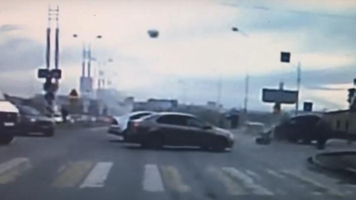 Водитель «восьмёрки», сбивший этим утром мотоциклиста на метромосту, не считает себя виноватым