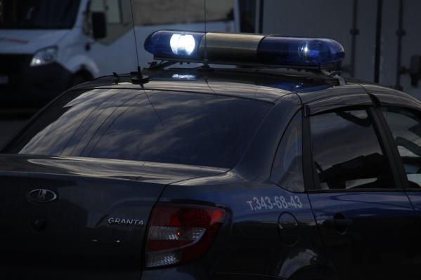 По мнению полицейских, ударить мужчину ножом женщину заставила ревность