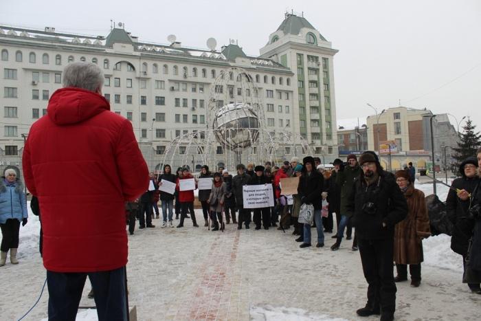 Митинг провели в сквере на Орджоникидзе
