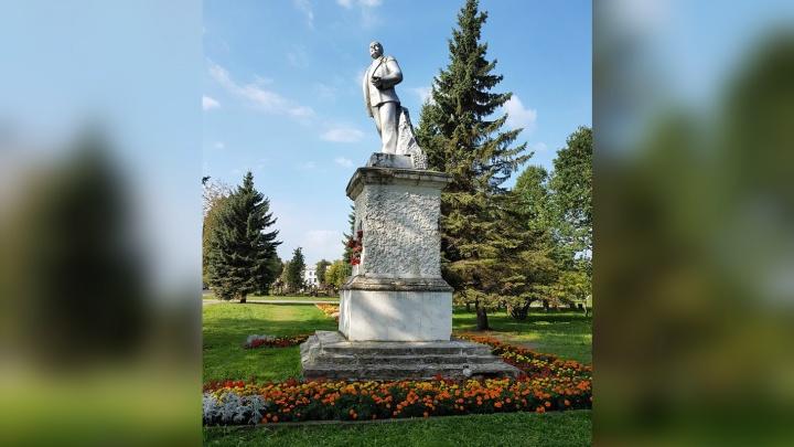 Церковь против коммунистов: в Ярославской области из-за храма перенесли памятник Ленину