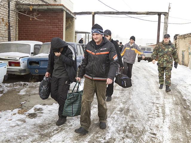 Мигранты, которых выдворили из России принудительно, смогут вернуться в страну только через пять лет