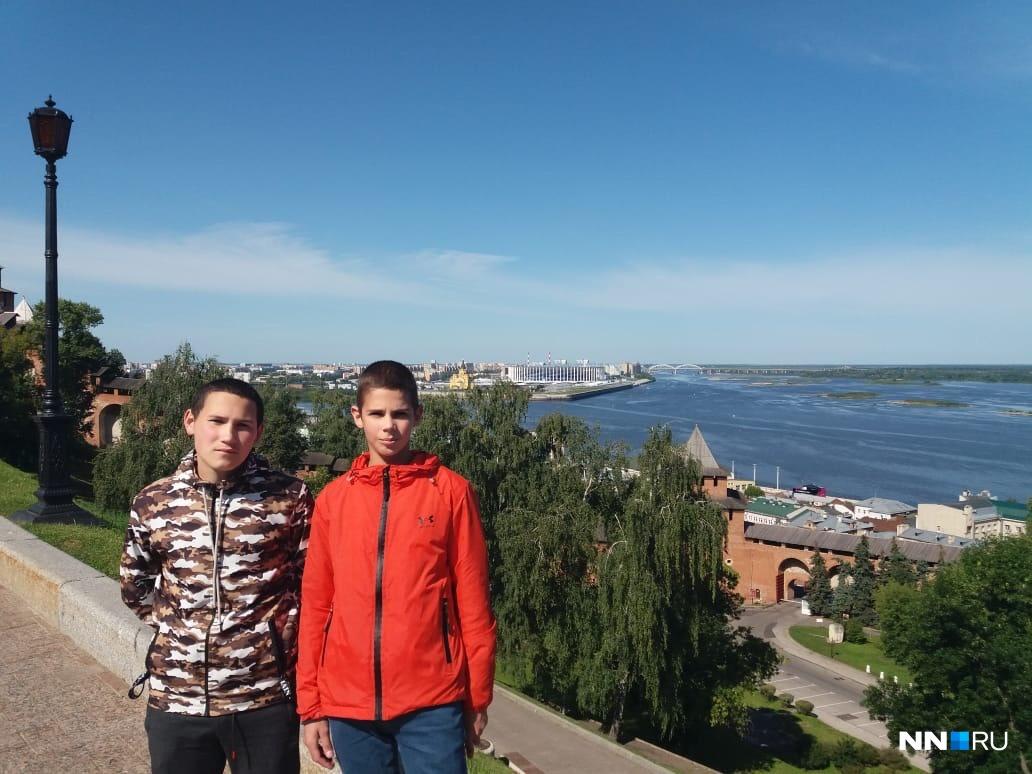 Нижний Новгород для Кости (слева) и Лёши (справа) — чужой город