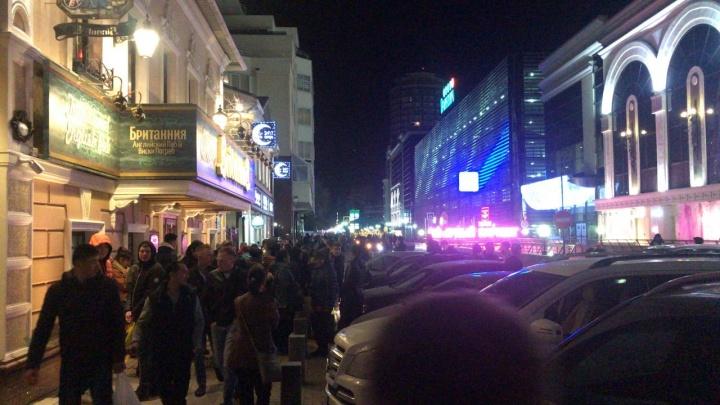 «Реанимация, МЧС, полиция — все здесь»: ночью эвакуировали ТРЦ «Гринвич»