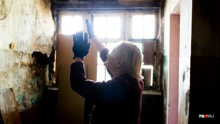 «Все от нас отказались. Остались только крысы»: в Ярославле в доме рухнули стена и потолок