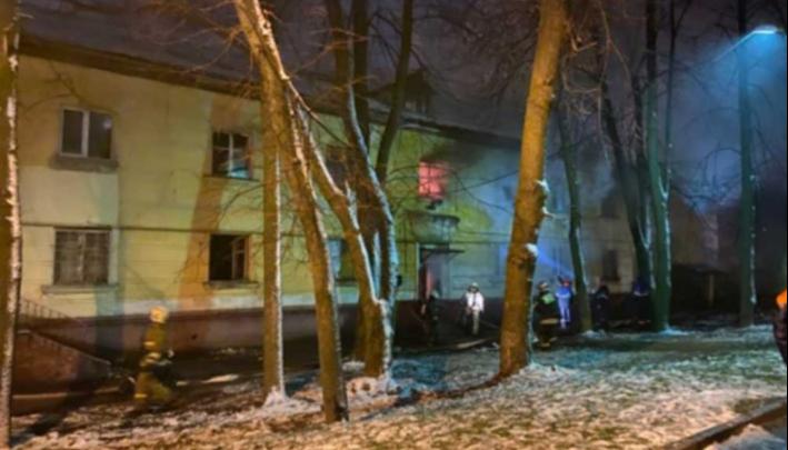 Сотрудник полиции Ольга Габараева с мужем спасла мужчину-инвалида и его жену из горящего дома