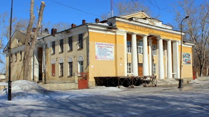 Дети из посёлка под Челябинском остались без утренников из-за обрушения потолка во Дворце культуры