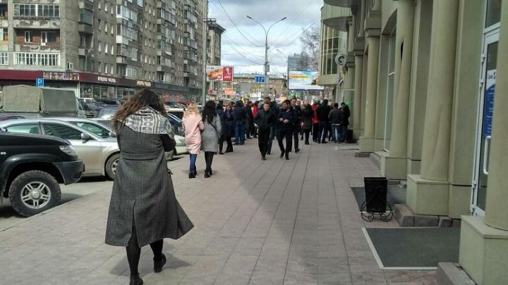 Бизнес-центр возле вокзала Новосибирск-Главный эвакуировали по тревоге