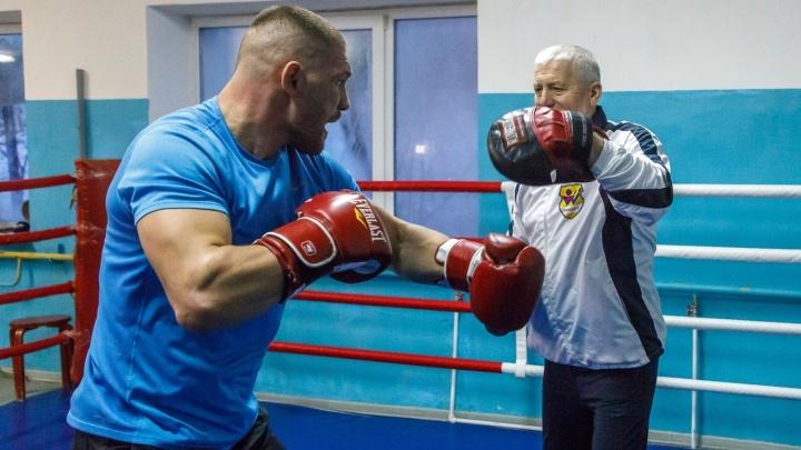 «Его удара боятся»: супертяж из Волгограда три раза подряд уложил на ринг аргентинского боксера