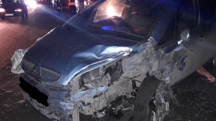 Водитель Mitsubishi протаранил Toyota Caldina на лесной дороге