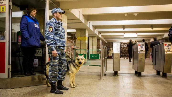 В метро появились вооруженные детекторами женщины