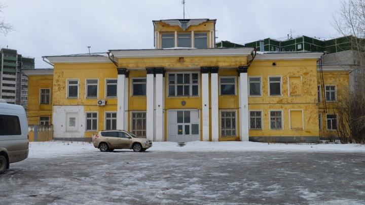 Путь для «золотого» автовокзала расчищен: здание аэропорта Уктус снесут
