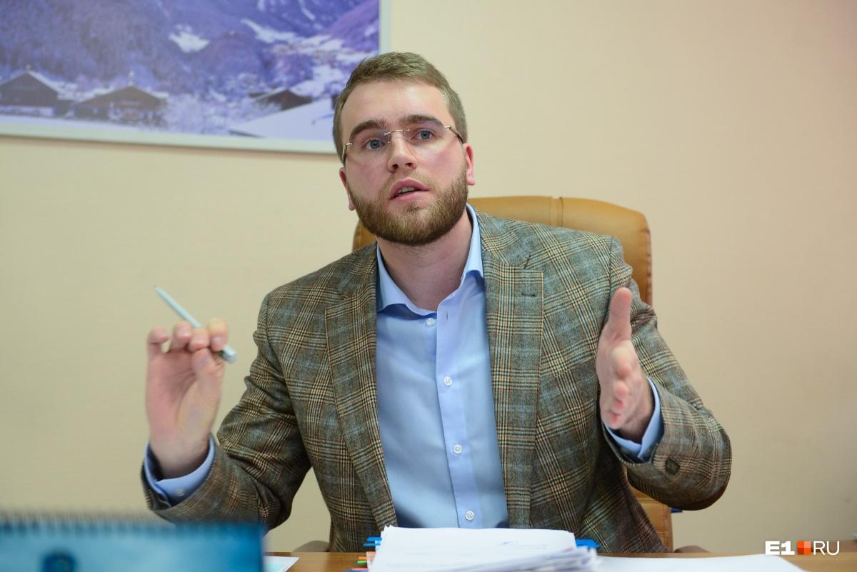 По словам Григория Вихарева, у «Спецавтобазы» 43 мусоровоза, у генподрядчика — «Транссервиса» из Екатеринбурга — 300