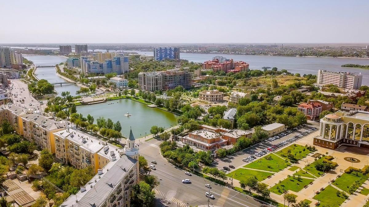 Астрахань состоит из 11 островов и тесно связана с тем, что дает человеку река