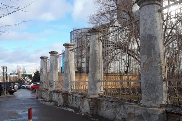 Волгоградец рассказал о состоянии здания работникам военной прокуратуры