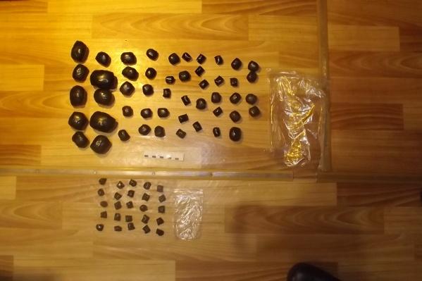 В машине подозреваемых нашли 59 свертков с наркотиками